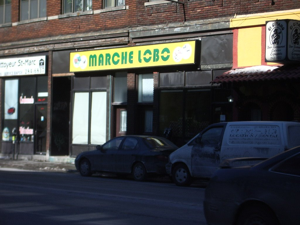 Marché Lobo Grocery Store